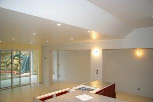 Conseils peinture: Comment repeindre son plafond?