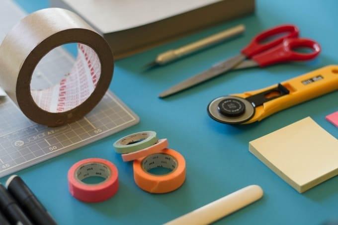 photo de matériel type ciseaux scotch cutter
