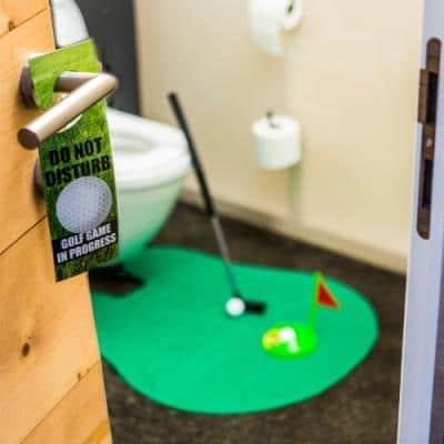 Photo d'un jeux de golfe dans les toilettes pour la crémaillère
