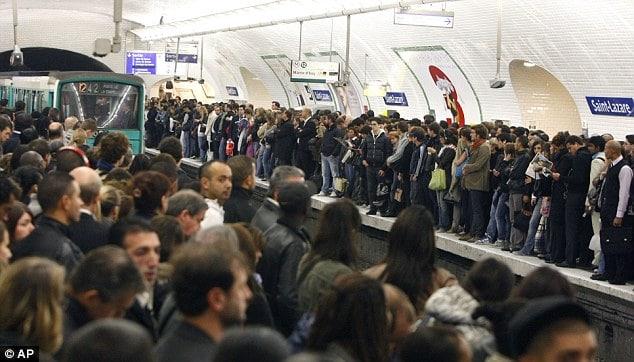 métro bondé à paris