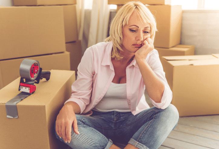 Image d'une dame pour cherche un devis de déménagement